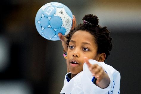 141120 Barn spelar handboll den 20 november 2014 i Lund. Foto: Petter Arvidson / BILDBYRN / kod PA / 91002