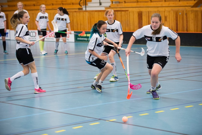 160427  Olofstršm innebandyklubb, uppfšljning GrŠsroten, Svenska Spel, i Olofstršm 27 april 2016. Foto: Lennart MŒnsson / BILDBYRN  / kod LM / 64887